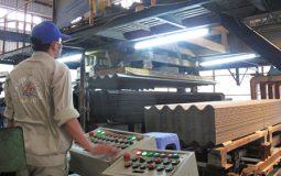 Sản xuất tấm lợp amiăng xi măng: Ưu tiên bảo vệ sức khỏe người lao động, bảo vệ môi trường