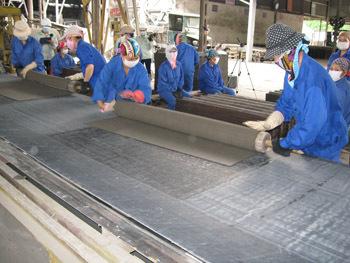 Gần 40 nhà máy sản xuất tấm lợp tạo vệc làm cho hơn 10.000 lao động