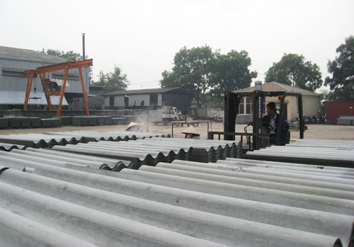 Hiện nay, cả nước có 41 cơ sở sản xuất tấm lợp amiăng xi măng với tổng công suất khoảng 106 triệu m2/năm, tạo công ăn việc làm cho hơn 5.000 lao động.