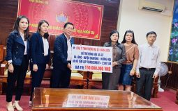 AC roof sheet companies supported local people in the central region to overcome difficulties