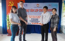 The Vietnam National Roofsheet Association sponsors 1,100 AC roof sheet for poor household in Ca Mau province